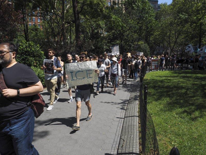 Stäng lägren protesterar royaltyfria bilder