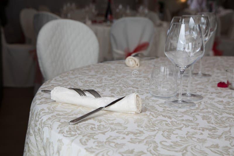 Stäng sig upp av att gifta sig tabellinställningen royaltyfria bilder