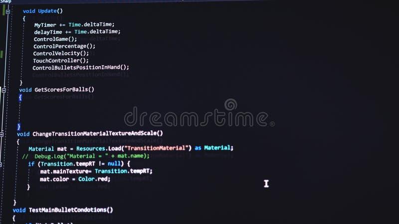 Stäng sig upp av bildskärm Koden av websiten på datorbildskärmen Programmeraren på arbete royaltyfria bilder