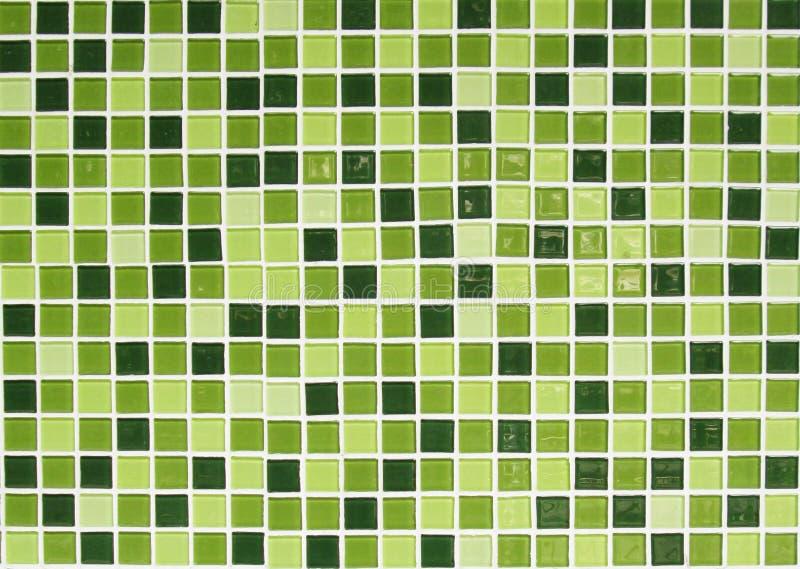 Stäng sig upp av den gräsplan belade med tegel väggen för bakgrund arkivfoton
