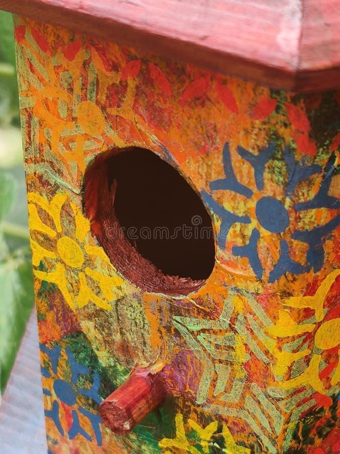 Stäng sig upp av den målade trävoljären, Boho stencilerade arkivbild