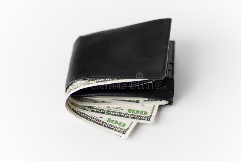 Stäng sig upp av den svarta plånboken med dollarpengar arkivbild