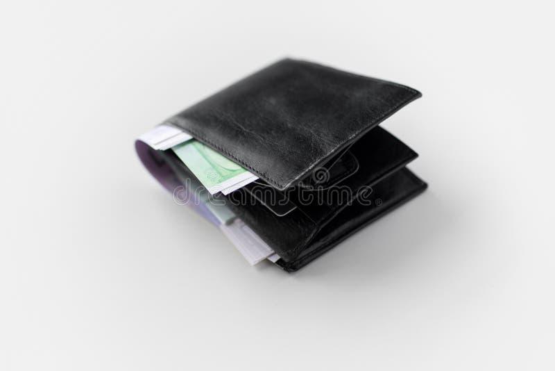 Stäng sig upp av den svarta plånboken med europengar royaltyfri foto