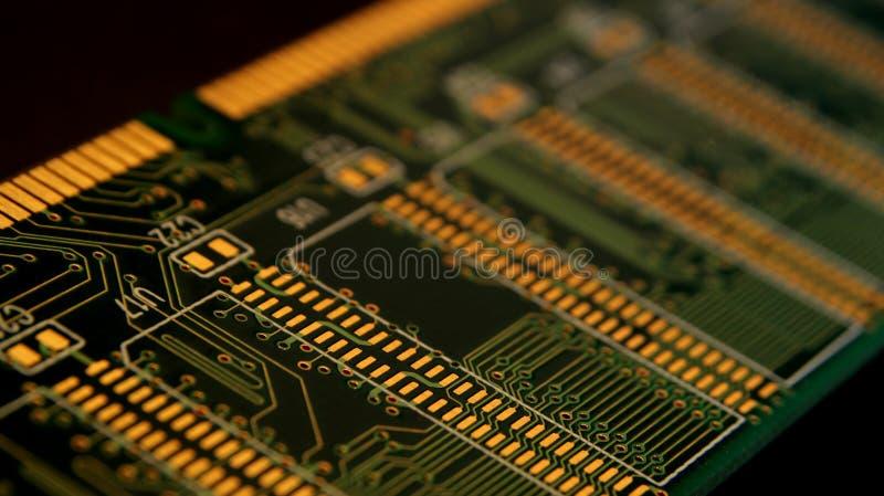 Stäng sig upp av elektroniska strömkretsar i teknologi på Mainboard, systembräde eller mobo Datormoderkort, elektroniska delar på royaltyfri foto