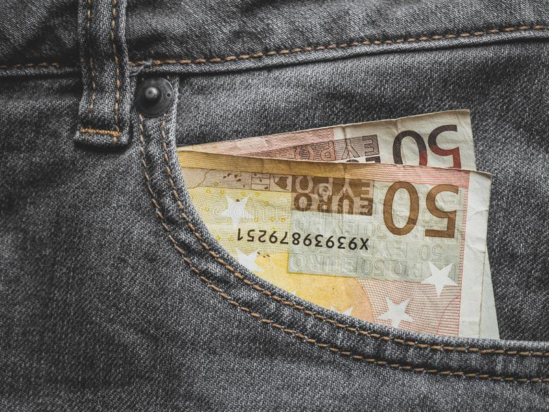 Stäng sig upp av en sedel för euro 50 i ett fack royaltyfria foton