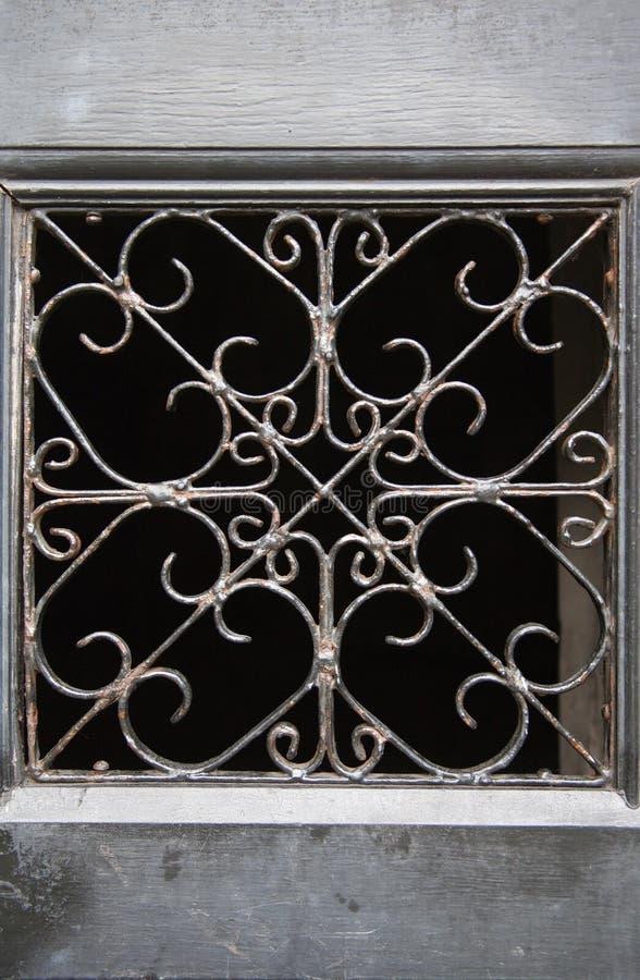 Stäng sig upp av ett utsmyckat raster, den Greyfriars kyrkogårdEdinburg, Scotl fotografering för bildbyråer