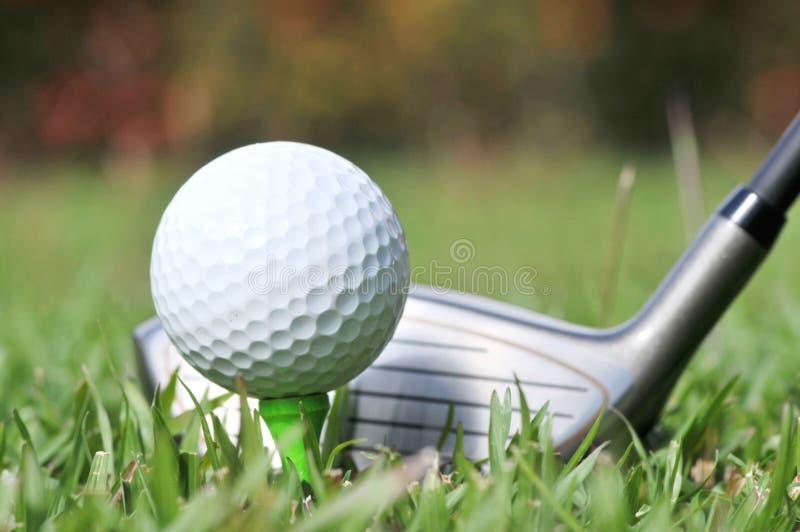 Stäng sig upp av golfklubben och klumpa ihop sig på farleden arkivbild