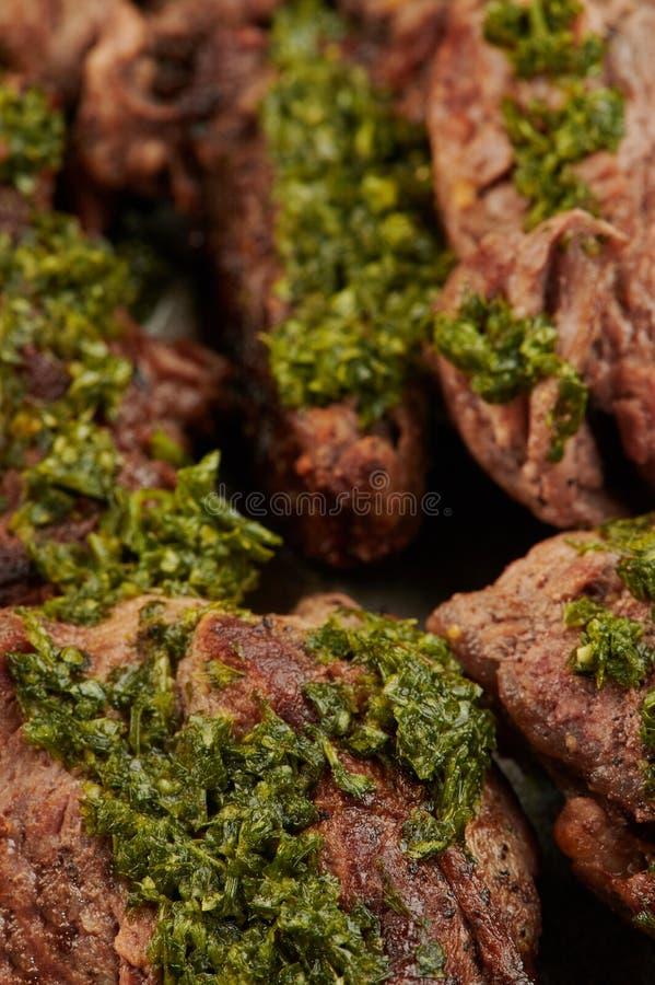 Stäng sig upp av grillad köttbiff arkivfoton