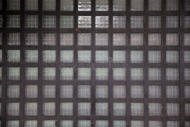 Stäng sig upp av japanskt gammalt trärasterfönster eller dörr royaltyfri foto