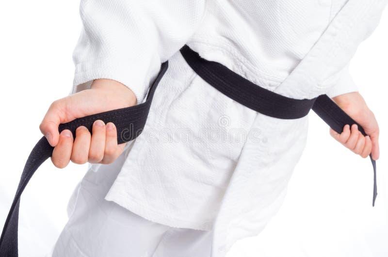 Stäng sig upp av judolikformign, judo-amerikansk soldat, med bältet som isoleras på vit royaltyfri bild