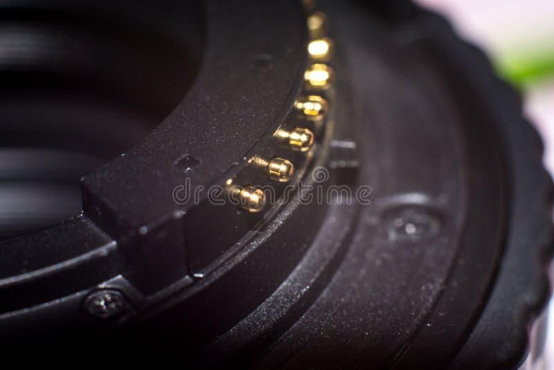 Stäng sig upp av kontakter för montering för kameralins och lins royaltyfri fotografi