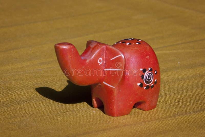 Stäng sig upp av lite handen - gjord afrikansk elefant arkivbild