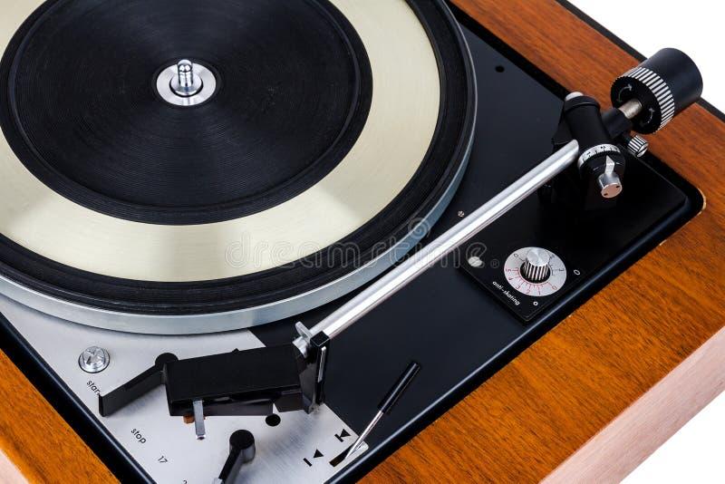 Stäng sig upp av skivspelaren för tappningskivtallrikvinyl på vit royaltyfria bilder
