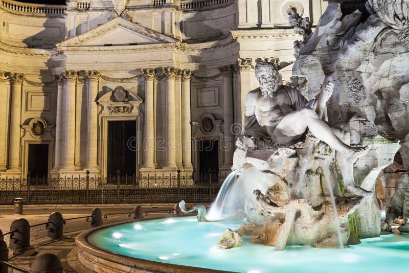 Stäng sig upp av springbrunnen av fyra floder i piazza Navona, Rome royaltyfri foto