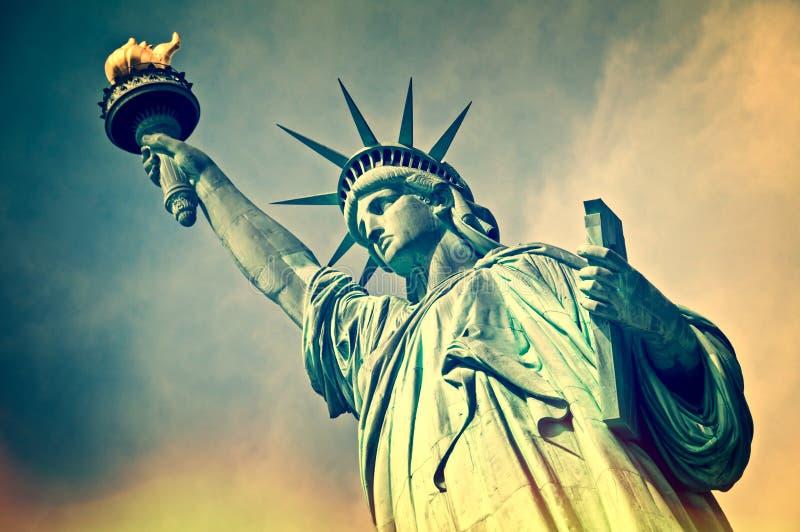 Stäng sig upp av statyn av frihet, New York arkivbild