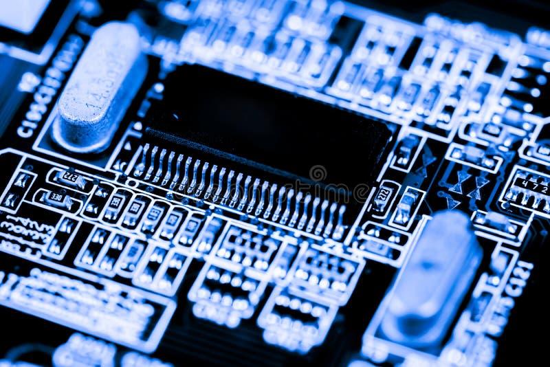 Stäng sig upp av strömkretsar som är elektroniska på brädet för logik för bakgrund för den Mainboard teknologidatoren, CPU-moderk fotografering för bildbyråer