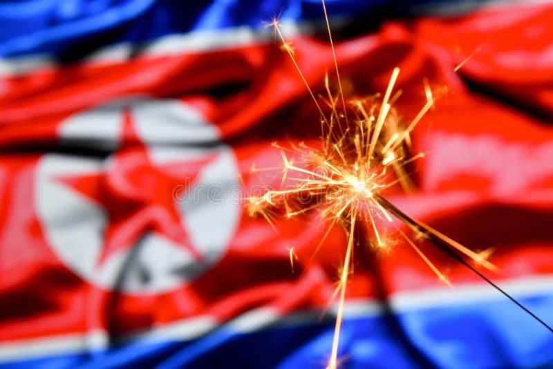 Stäng sig upp av tomteblossbränning över Nordkorea, koreansk flagga Ferier beröm, partibegrepp fotografering för bildbyråer