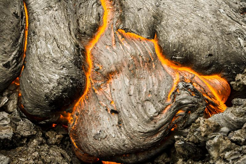 Stäng sig upp av varmt lavaflöde Lava n?ra den aktiva vulkan Tolbachik, Kamchatka, Ryssland royaltyfri bild