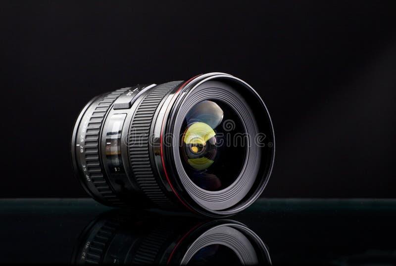 Stäng sig upp bild av en bred DSLR-lins fotografering för bildbyråer