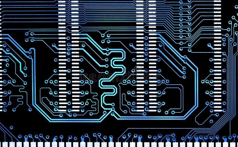 Stäng sig upp brädet för den elektroniska strömkretsen för datorblålinjen royaltyfri foto