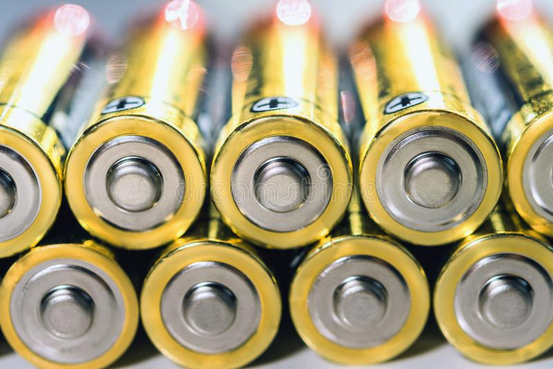 stäng sig upp gruppen av alkalisk motorförbundetbatterienergi royaltyfri fotografi