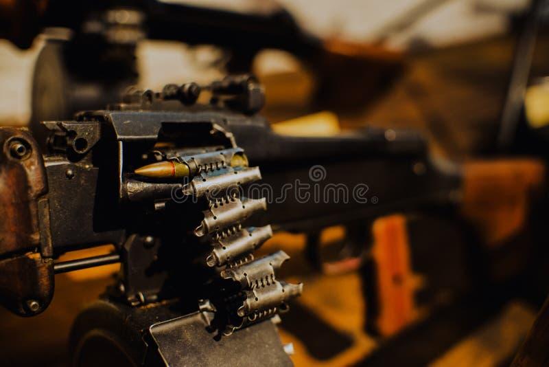 Stäng sig upp på den sista kulan i maskingeväret arkivbild