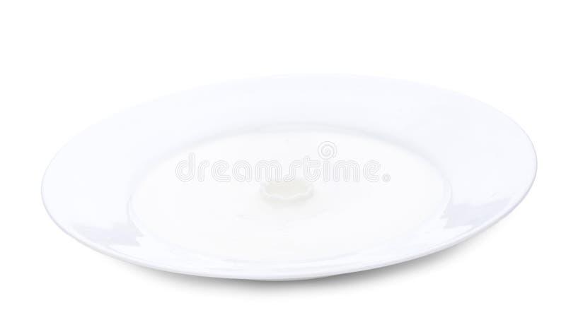 Stäng sig upp plattan med mjölkar, mjölkar yttersida är lugna Horisontalnärbildbild royaltyfria foton