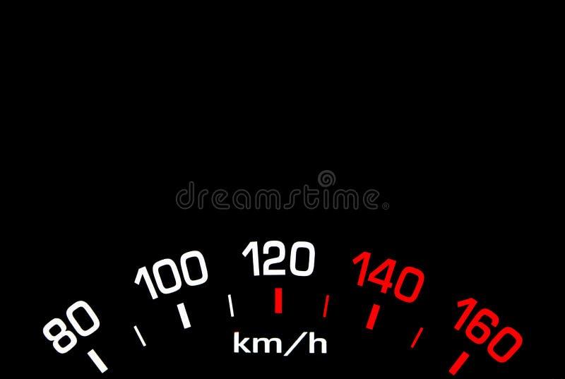 Stäng sig upp skott av en bilhastighetsmätare på svart bakgrund arkivbilder