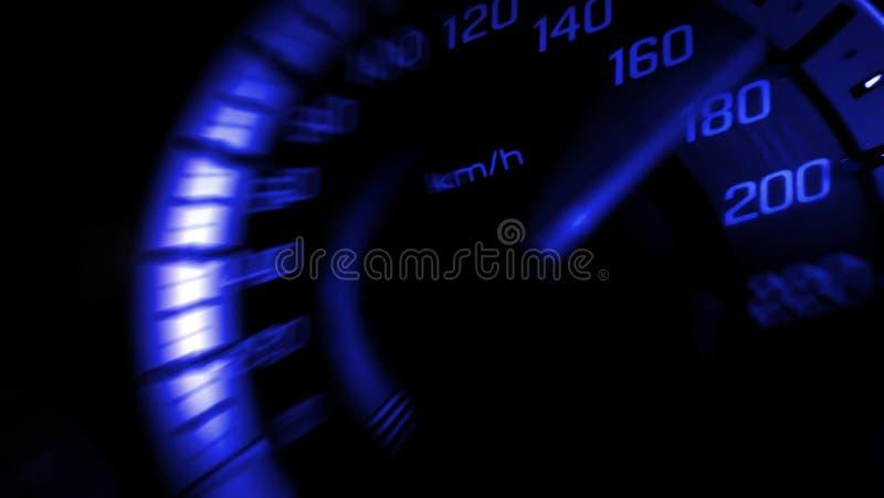 Stäng sig upp skott av en hastighetsmeter i en bil med blå ljus hastighet på 180 Km/H i tävlings- bil för begrepp arkivbilder
