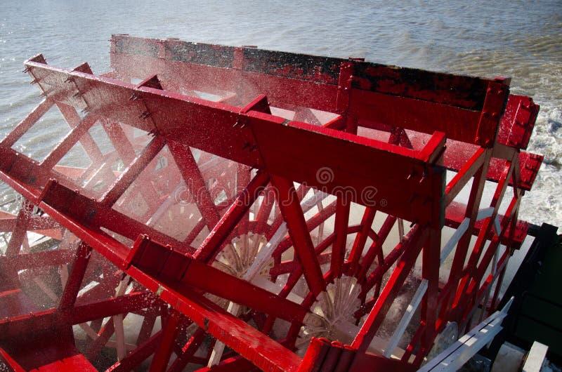 Stäng sig upp skovelhjulet av den Natchez ångbåten royaltyfri fotografi