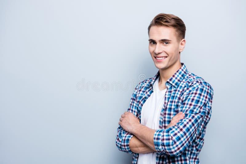 Stäng sig upp ståenden av den stiliga, attraktiva snygga mannen i s royaltyfria foton