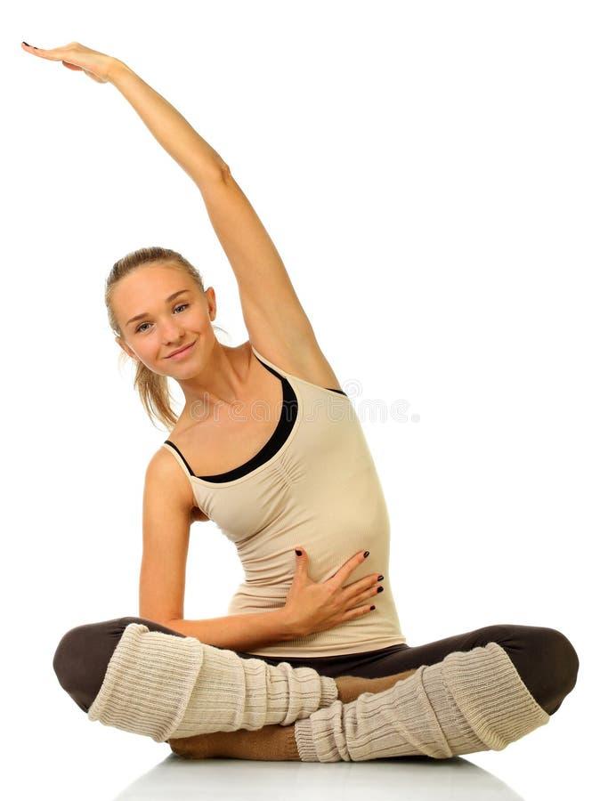Stäng sig upp ståenden av en praktiserande yoga för härlig leendekvinna fotografering för bildbyråer