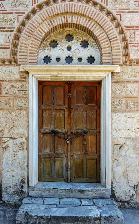 Stängd dörr av historisk byggnad royaltyfri fotografi
