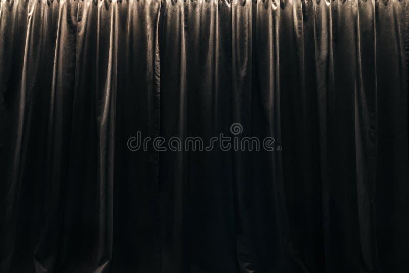 Stängd gardin av svarta sammetgardiner royaltyfri foto