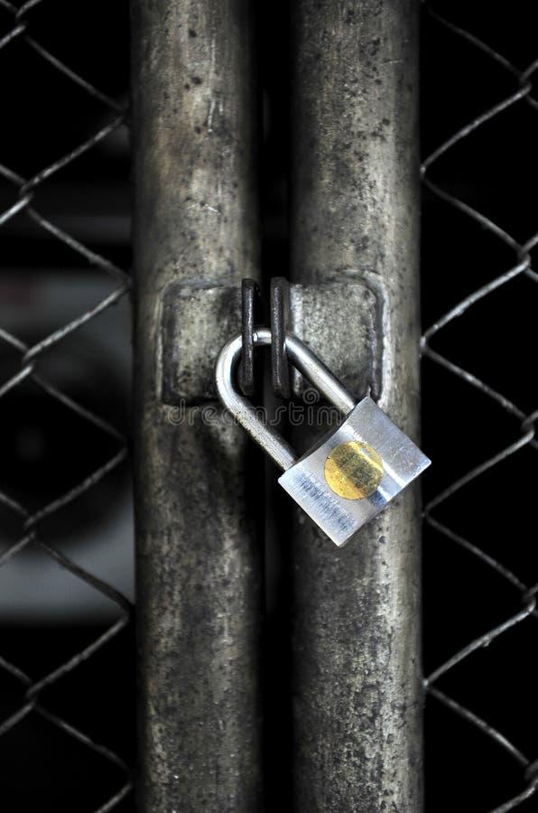 Stängd metalllåsdörr arkivfoton