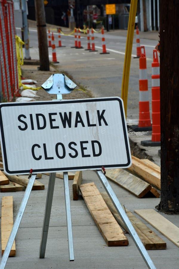 Stängd trottoar arkivbilder