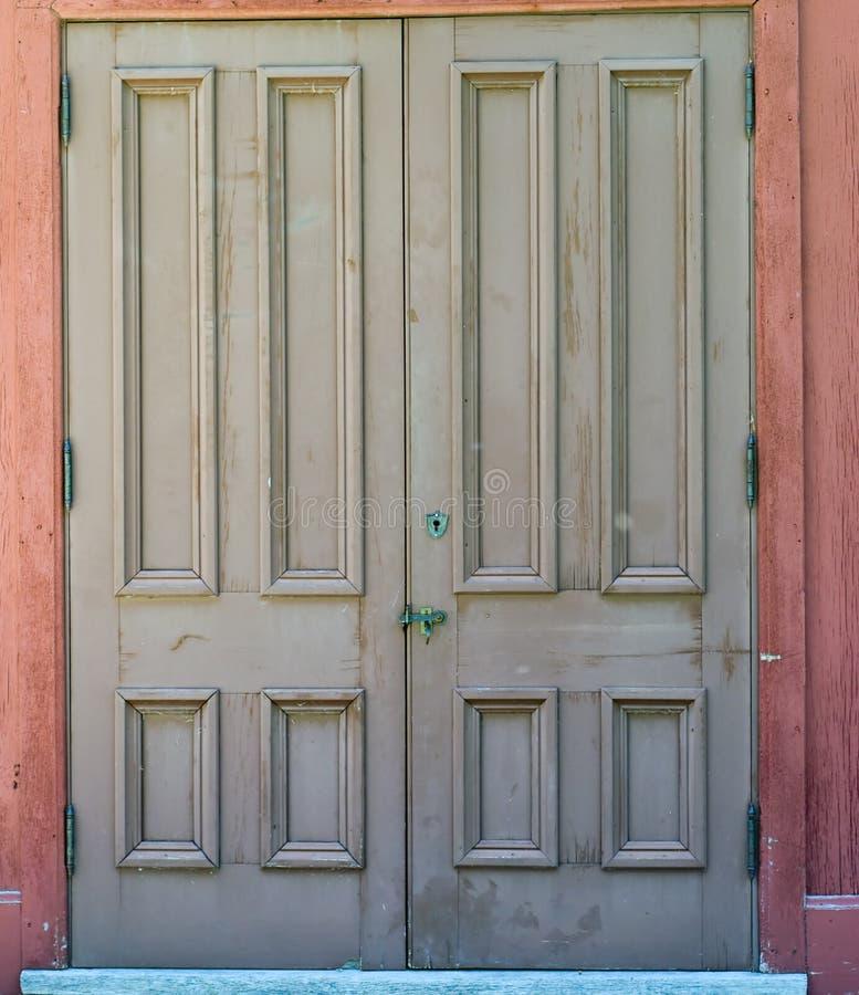 stängda dörrar royaltyfri bild