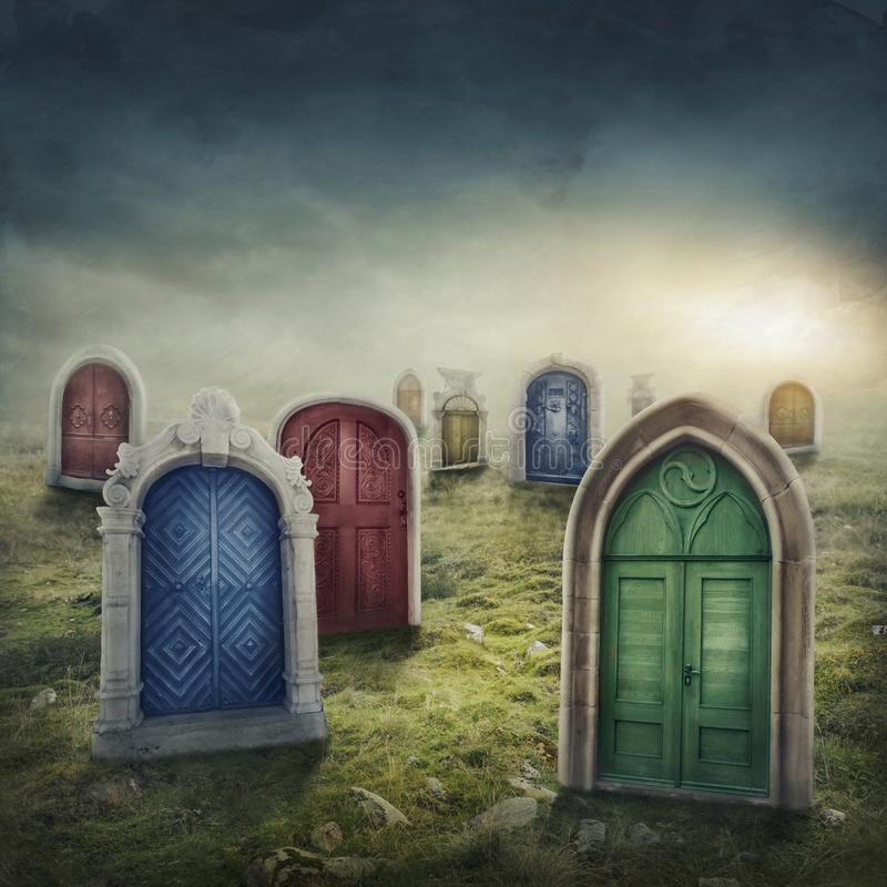 Stängda dörrar i ängen arkivbild