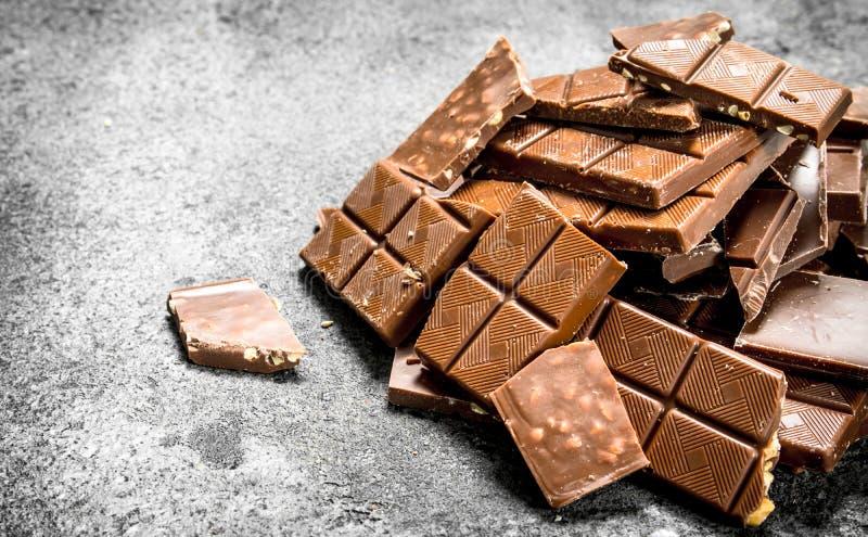 stänger bruten choklad Nolla royaltyfri foto