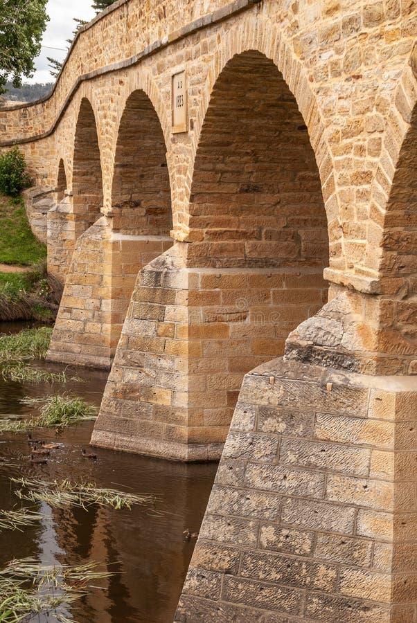 Stängning av räkor av Richmond Bridge i Richmond, Tasmania, Australien royaltyfri fotografi