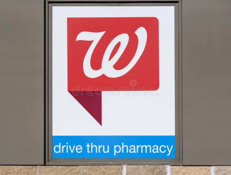 Stängningsskott på skylten till ett apotek som fångats i Dallas, Texas, Förenta staterna fotografering för bildbyråer