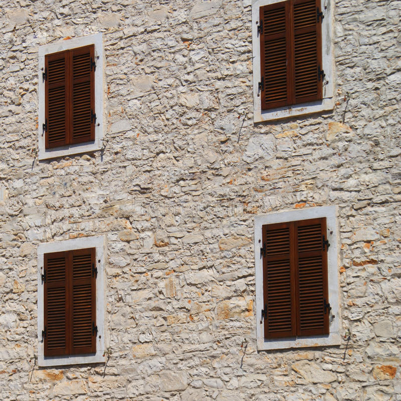 stängt slutarefönster royaltyfri bild