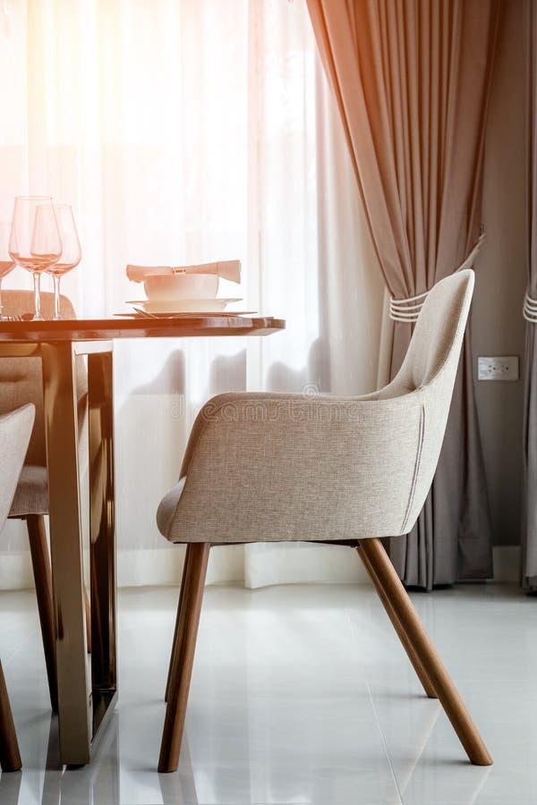 Stängt upp trevlig äta middag stol arkivfoto