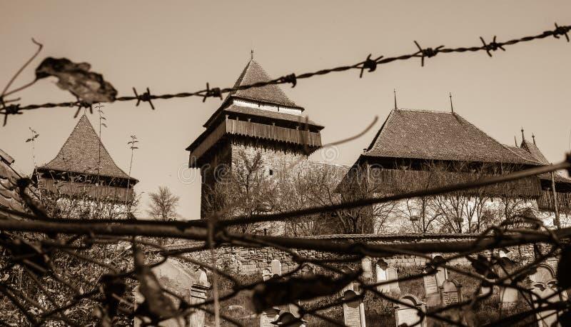Stärkt kyrka av Viscri, Transylvania - Sepia royaltyfri foto