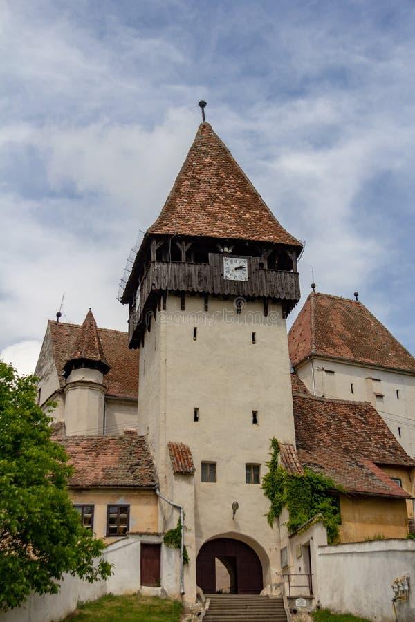 Stärkt kyrka i Bazna, Rumänien arkivbild
