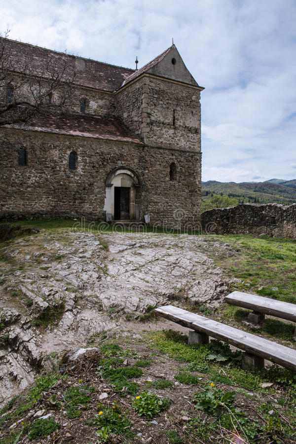 Stärkt kyrka i Cisnadioara arkivbild