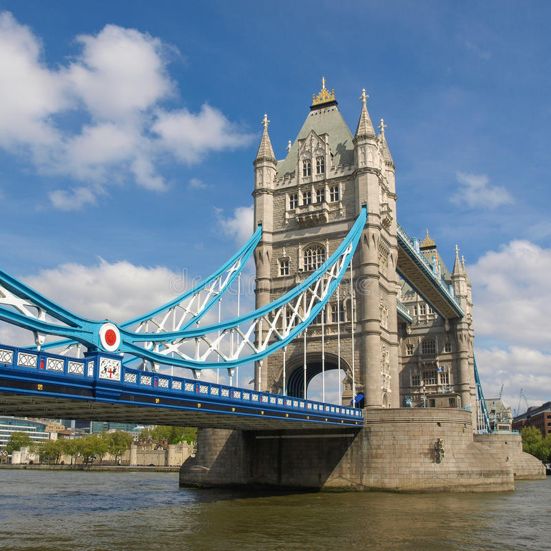 Stå hög överbryggar, London arkivbild