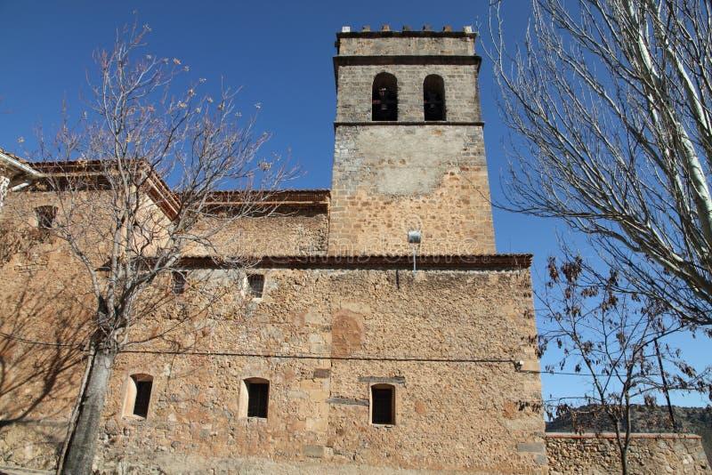 Stå hög den Manzanera byn, Teruel, Spanien royaltyfri bild