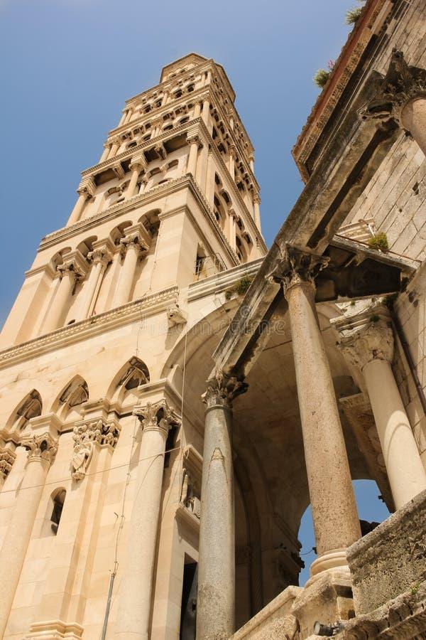 Stå hög Domkyrka av helgonet Domnius split croatia arkivbilder
