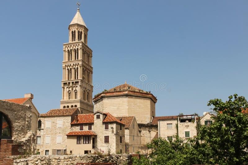 Stå hög Domkyrka av helgonet Domnius split croatia royaltyfria foton